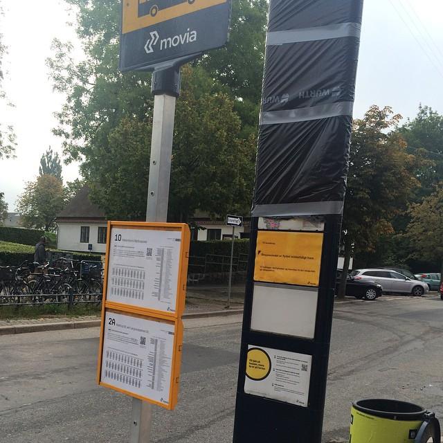 På det bagerste stoppested står der at stoppestedet er flyttet midlertidigt frem. Det er så 1 meter ? Go service dér ?