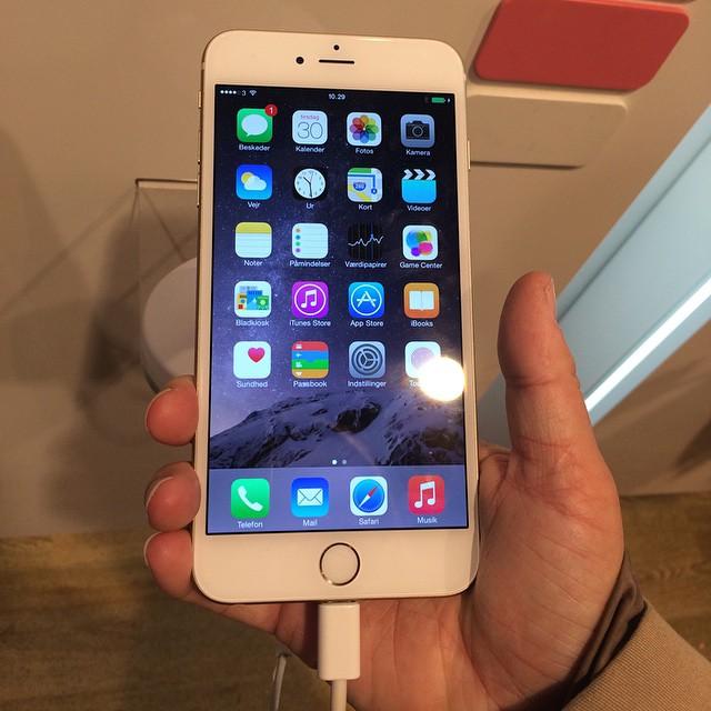 Shit man' den er stor. Den skal jeg i hvertfald ikke ha ? #iphone6plus