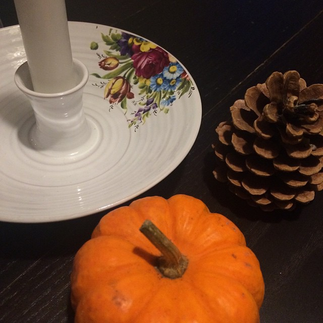 Godt man har levende lys og efterårsfarver, når det stadig er mørkt udenfor ?? #nogenvågnedekl6