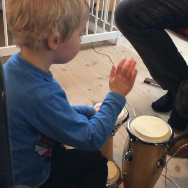 Musikstund for barn og hundesnude ☺️
