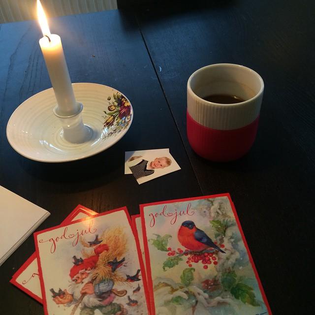 Tid til årets julekort. I år af den klassiske slags fra Brugsen ? Nu hvor tiden ikke helt er til hjemmelavede slags ?